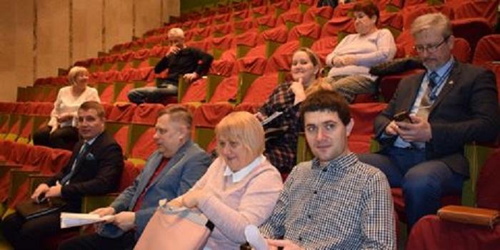 Вслед за распорядителями бюджетных средств Дзюбенко угрожает увольнением депутатам Подробнее читайте на Юж-Ньюз: http://xn----ktbex9eie.com.ua/archives/39574