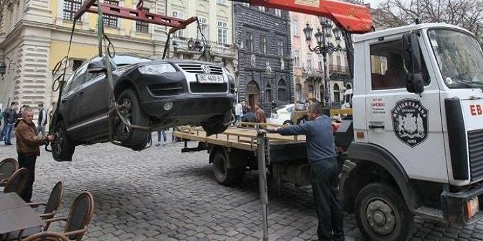 Как полиция будет блокировать и эвакуировать авто за нарушение правил парковки Подробнее читайте на Юж-Ньюз: http://xn----ktbex9eie.com.ua/archives/39348
