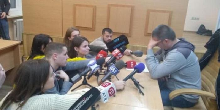 Суд арестовал полицейского, кричавшего «ложись Бандера» при избиении (фото) Подробнее читайте на Юж-Ньюз: http://xn----ktbex9eie.com.ua/archives/40448