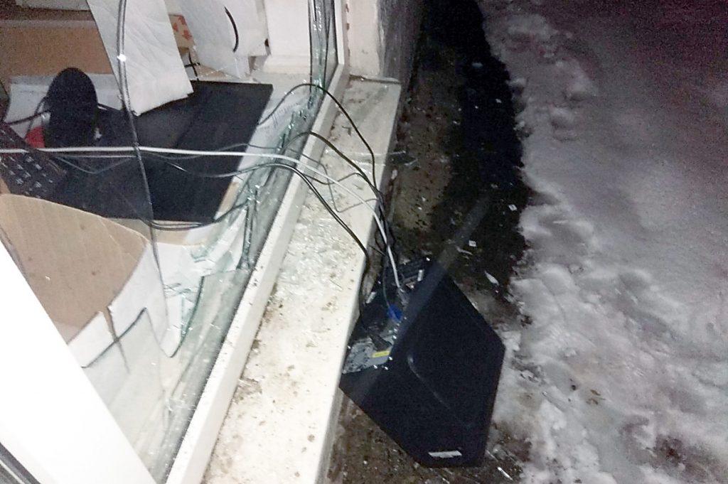 В Южноукраинске полиция охраны задержала вора, который пробрался в офис  Подробнее читайте на Юж-Ньюз: http://xn----ktbex9eie.com.ua/archives/39720