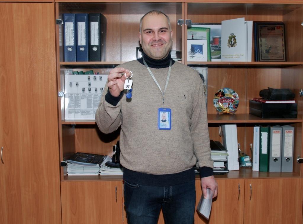 Работник ЮУАЭС получил ключи от долгожданной квартиры  Подробнее читайте на Юж-Ньюз: http://xn----ktbex9eie.com.ua/archives/40767