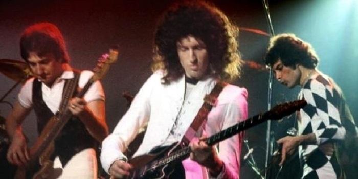 Умер Майк Гроуз — первый гитарист легендарной группы Queen Подробнее читайте на Юж-Ньюз: http://xn----ktbex9eie.com.ua/archives/43266