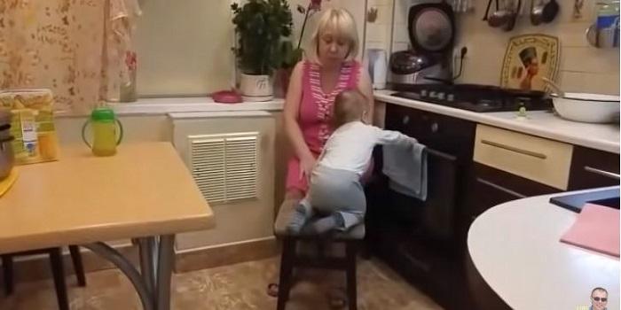 «Он очень спокойный!»: неугомонный внук в гостях у бабушки (видео) Подробнее читайте на Юж-Ньюз: http://xn----ktbex9eie.com.ua/archives/45611