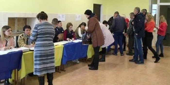 Проголосовать на выборах президента можно будет хоть с «книжечкой», хоть с картой Подробнее читайте на Юж-Ньюз: http://xn----ktbex9eie.com.ua/archives/43217