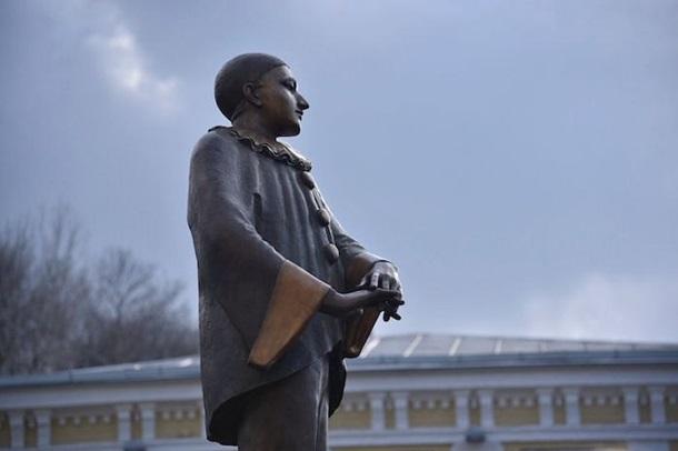 В Киеве открыли памятник Вертинскому  Подробнее читайте на Юж-Ньюз: http://xn----ktbex9eie.com.ua/archives/45256