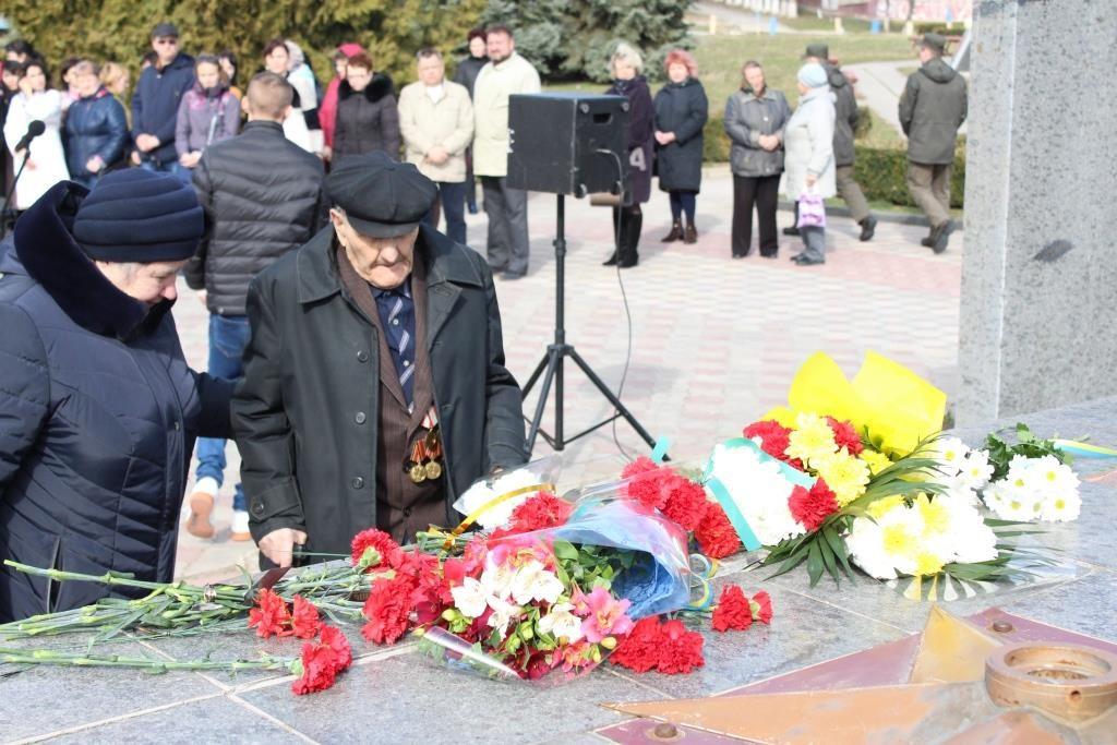 Представители Южно-Украинского энергокомплекса приняли участие в торжествах по случаю 75-й годовщины освобождения Николаевщины от нацистов  Подробнее читайте на Юж-Ньюз: http://xn----ktbex9eie.com.ua/archives/45152