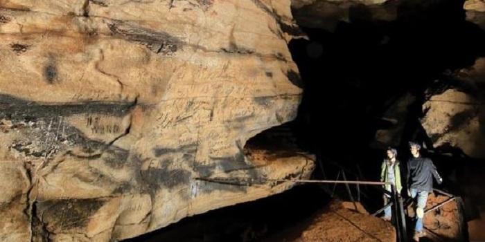 Ученые перевели надписи индейцев чероки в пещере Маниту Подробнее читайте на Юж-Ньюз: http://xn----ktbex9eie.com.ua/archives/48690