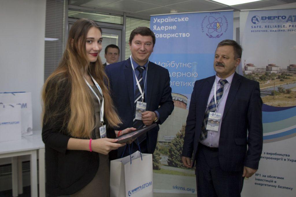Гимназистка города-спутника ЮУАЭС Виктория Кавака заняла II место на Всеукраинском конкурсе рефератов «Ядерная энергия и мир»  Подробнее читайте на Юж-Ньюз: http://xn----ktbex9eie.com.ua/archives/49233