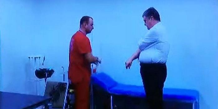 Как Порошенко и Зеленский сдают анализы. Онлайн-трансляция Подробнее читайте на Юж-Ньюз: http://xn----ktbex9eie.com.ua/archives/46783