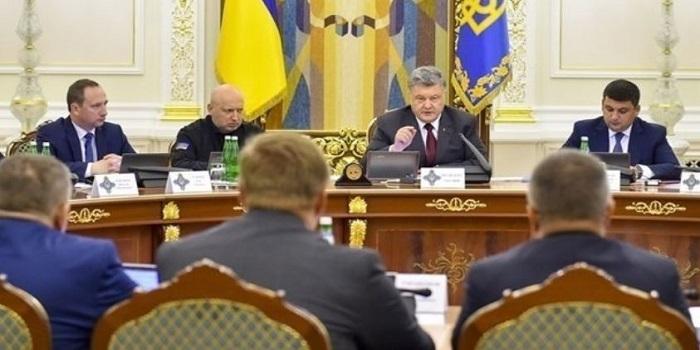 Порошенко экстренно созвал заседание СНБО Подробнее читайте на Юж-Ньюз: http://xn----ktbex9eie.com.ua/archives/48527