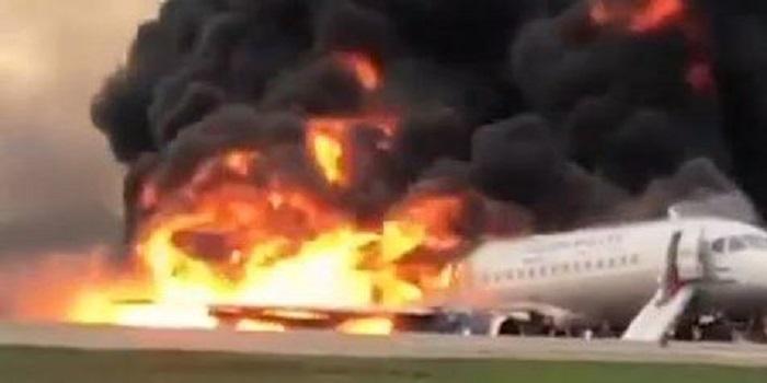 При пожаре на борту SSJ-100, в московском аэропорту Шереметьево, погиб 41 человек Подробнее читайте на Юж-Ньюз: http://xn----ktbex9eie.com.ua/archives/50133