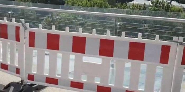 Стекла нового моста в Киеве отгородили забором Подробнее читайте на Юж-Ньюз: http://xn----ktbex9eie.com.ua/archives/52794