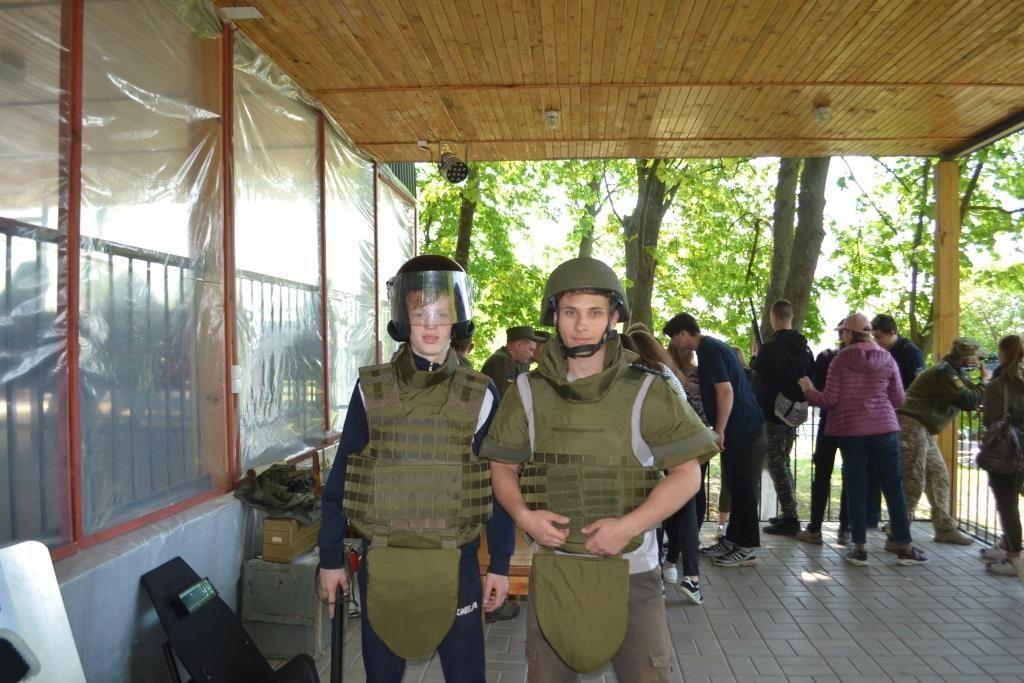 Воинская часть, которая охраняет объекты ОП ЮУАЭС, провела «День открытых дверей» для школьников  Подробнее читайте на Юж-Ньюз: http://xn----ktbex9eie.com.ua/archives/50280