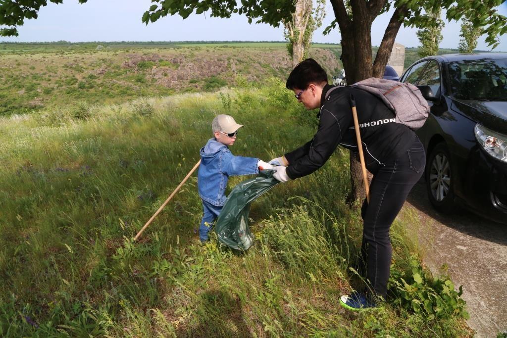 В Южноукраинске провели уборку исторического места  Подробнее читайте на Юж-Ньюз: http://xn----ktbex9eie.com.ua/archives/51777