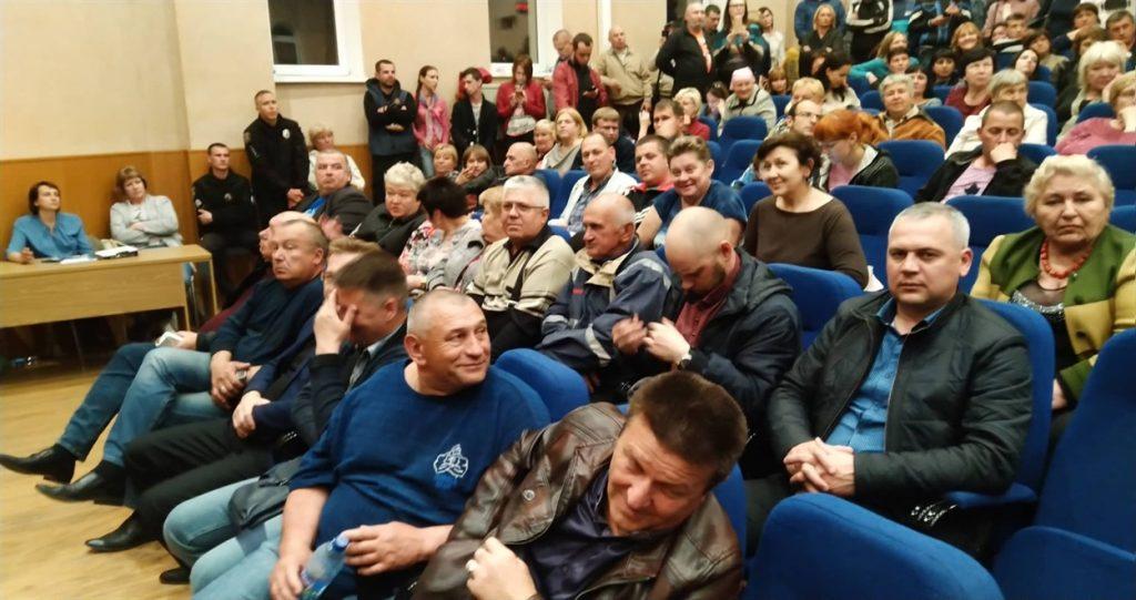 В Енергодарі мешканці «взяли в облогу» місцеву раду і вимагають проведення сесії.  Подробнее читайте на Юж-Ньюз: http://xn----ktbex9eie.com.ua/archives/49973