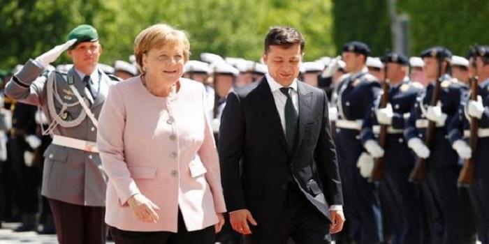 Во время встречи с Зеленским Меркель стало плохо: она тряслась и шаталась (видео) Подробнее читайте на Юж-Ньюз: http://xn----ktbex9eie.com.ua/archives/55616
