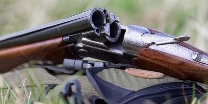 Пьяный экс-прокурор с женой с балкона стрелял по детям из ружья Подробнее читайте на Юж-Ньюз: http://xn----ktbex9eie.com.ua/archives/53793