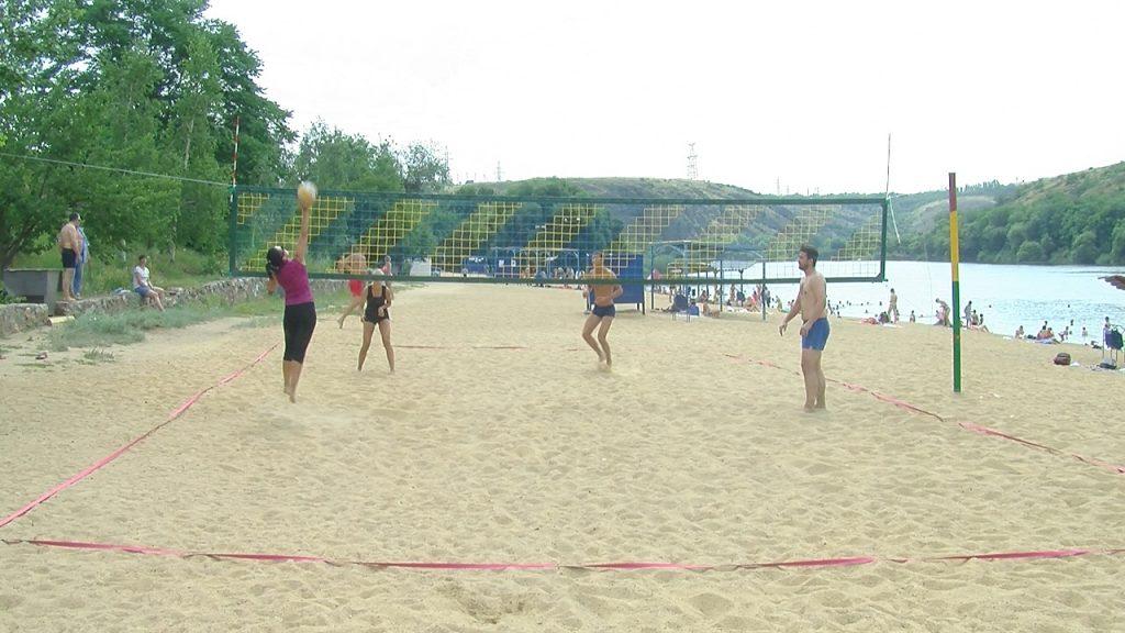 Молодіжна організація ЮУАЕС провела змагання з пляжного волейболу. Фото.  Подробнее читайте на Юж-Ньюз: http://xn----ktbex9eie.com.ua/archives/56096