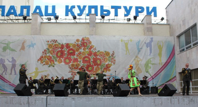 Южноукраїнськ — АРМІЯ З НАРОДОМ — ФОТО  Подробнее читайте на Юж-Ньюз: http://xn----ktbex9eie.com.ua/archives/56450