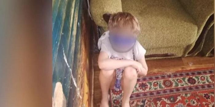 Опекун, державшая на цепи ребенка, работает завучем и имеет звание «Мать-героиня»: подробности Подробнее читайте на Юж-Ньюз: http://xn----ktbex9eie.com.ua/archives/60363
