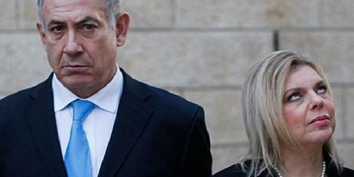 Жена Нетаньяху бросила на землю хлеб-соль, которую ей предложили в киевском аэропорту (видео) Подробнее читайте на Юж-Ньюз: http://xn----ktbex9eie.com.ua/archives/59786