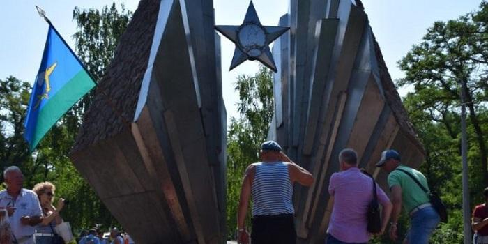 В Николаеве «голубые береты» отпраздновали День ВДВ Подробнее читайте на Юж-Ньюз: http://xn----ktbex9eie.com.ua/archives/58582