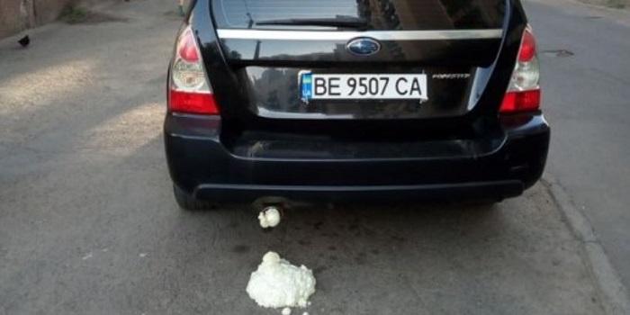 В Николаеве «Субару», припаркованному на тротуаре, задули выхлопную трубу монтажной пеной Подробнее читайте на Юж-Ньюз: http://xn----ktbex9eie.com.ua/archives/61721