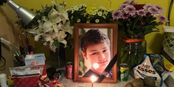 В Китае ребенок из Украины покончил с жизнью из-за издевательств Подробнее читайте на Юж-Ньюз: http://xn----ktbex9eie.com.ua/archives/62322