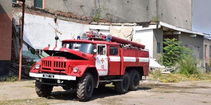 Горящее пятый день здание мясокомбината в Вознесенске начинает рушиться Подробнее читайте на Юж-Ньюз: http://xn----ktbex9eie.com.ua/archives/61000