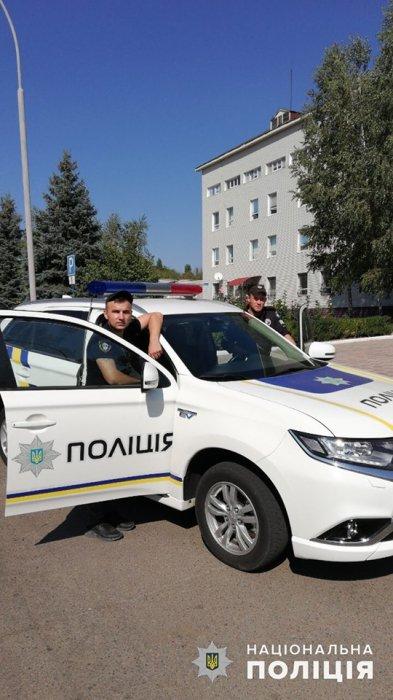 В Южноукраинске рецидивист пытался выбросить заложницу с балкона и ударил ножом полицейского  Подробнее читайте на Юж-Ньюз: http://xn----ktbex9eie.com.ua/archives/61430