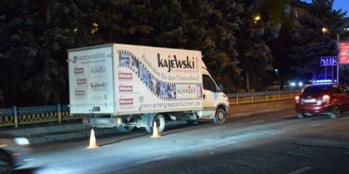В центре Николаева грузовик сбил женщину с ребенком на переходе Подробнее читайте на Юж-Ньюз: http://xn----ktbex9eie.com.ua/archives/62629