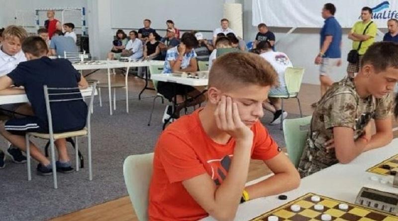 Юные южноукраинцы покорили Международный турнир по шашкам Подробнее читайте на Юж-Ньюз: http://xn----ktbex9eie.com.ua/archives/64071