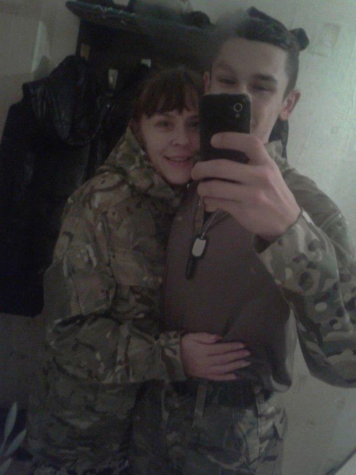 В СМИ появились фото снайпера из армии Яроша, убившего 3-летнего ребенка в центре Киева  Подробнее читайте на Юж-Ньюз: http://xn----ktbex9eie.com.ua/archives/68693