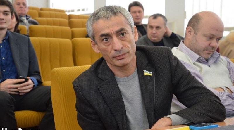Эрик Григорян считает, что все преступники должны быть арестованы, а не только Апти Ислангириев Подробнее читайте на Юж-Ньюз: http://xn----ktbex9eie.com.ua/archives/69074