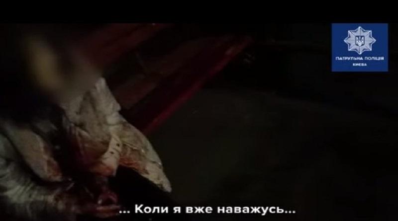 Патрульные в Киеве спасли женщину, которая хотела сделать себе харакири Подробнее читайте на Юж-Ньюз: http://xn----ktbex9eie.com.ua/archives/69087