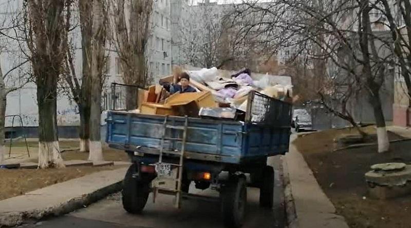 Южноукраинск — «Сегодня опять увидел езду сверху на прицепе человека без рабочей одежды на горе опасного мусора» — Олександр Надьожа Подробнее читайте на Юж-Ньюз: http://xn----ktbex9eie.com.ua/archives/70914