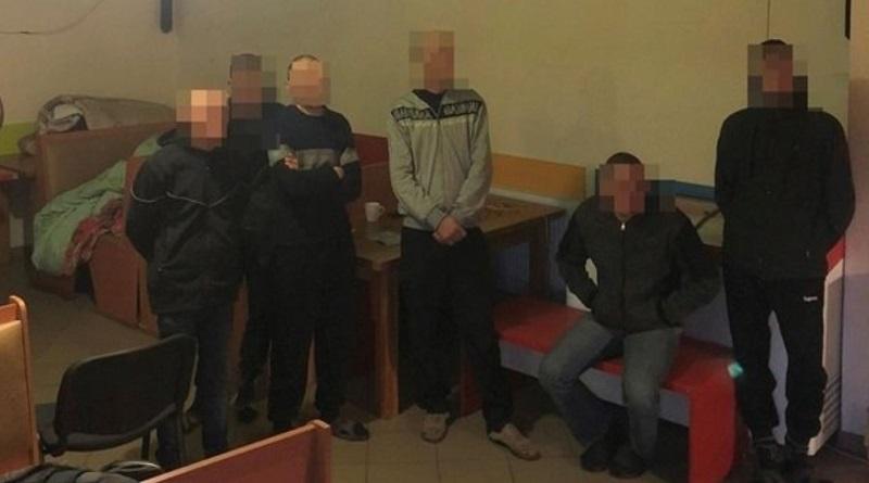 В Житомирской области бандиты использовали людей с инвалидностью в качестве рабов Подробнее читайте на Юж-Ньюз: http://xn----ktbex9eie.com.ua/archives/71645