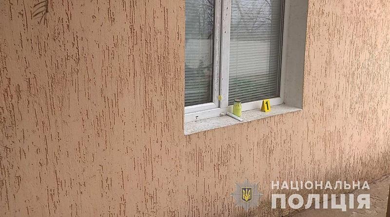 На Николаевщине трое неизвестных вломились в дом фермера, связали жертв скотчем и забрали деньги с драгоценностями Подробнее читайте на Юж-Ньюз: http://xn----ktbex9eie.com.ua/archives/75249