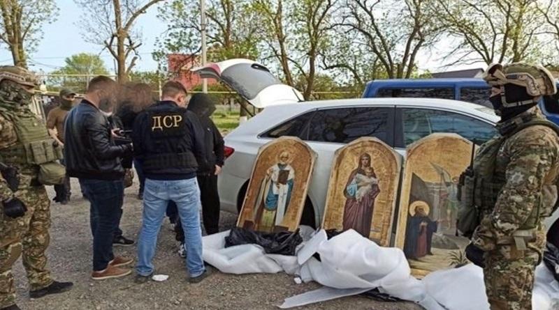 Полиция задержала преступников, обворовывавших церкви по Украине Подробнее читайте на Юж-Ньюз: http://xn----ktbex9eie.com.ua/archives/78001/%D0%BF%D0%BE%D0%BB%D0%B8%D1%86%D0%B8%D1%8F-%D0%B7%D0%B0%D0%B4%D0%B5%D1%80%D0%B6%D0%B0%D0%BB%D0%B0-%D0%BF%D1%80%D0%B5%D1%81%D1%82%D1%83%D0%BF%D0%BD%D0%B8%D0%BA%D0%BE%D0%B2-%D0%BE%D0%B1%D0%B2%D0%BE