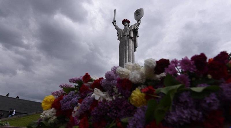 В Украине отмечают День памяти и примирения Подробнее читайте на Юж-Ньюз: http://xn----ktbex9eie.com.ua/archives/78341/%D0%B2-%D1%83%D0%BA%D1%80%D0%B0%D0%B8%D0%BD%D0%B5-%D0%BE%D1%82%D0%BC%D0%B5%D1%87%D0%B0%D1%8E%D1%82-%D0%B4%D0%B5%D0%BD%D1%8C-%D0%BF%D0%B0%D0%BC%D1%8F%D1%82%D0%B8-%D0%B8-%D0%BF%D1%80%D0%B8%D0%BC%D0%B8