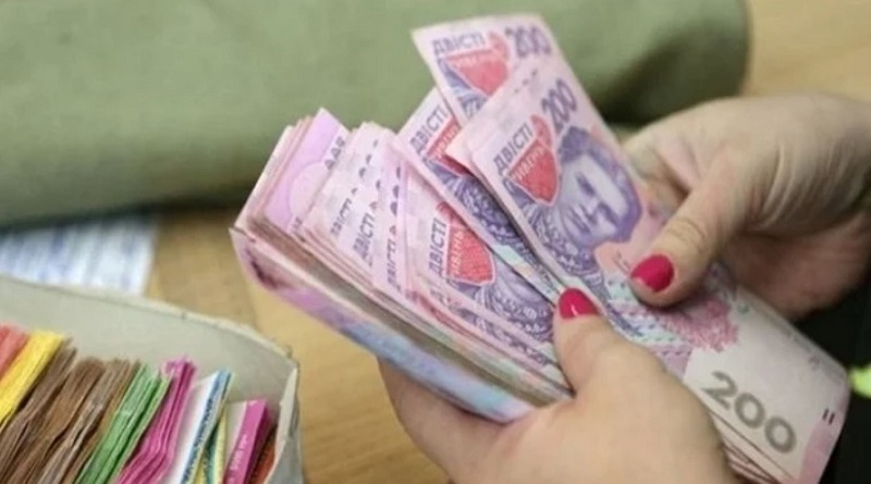 Бюджетникам планируют повысить зарплаты на треть