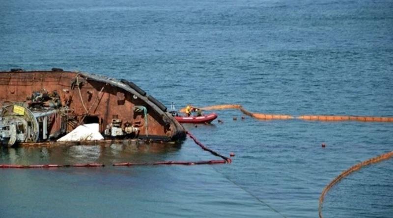 В Одессе провалилась попытка поднять танкер Delfi