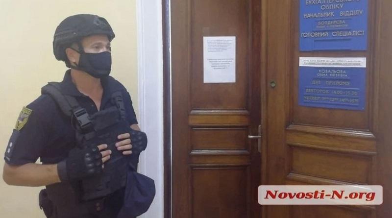 В Николаевском горсовете проходят обыски.