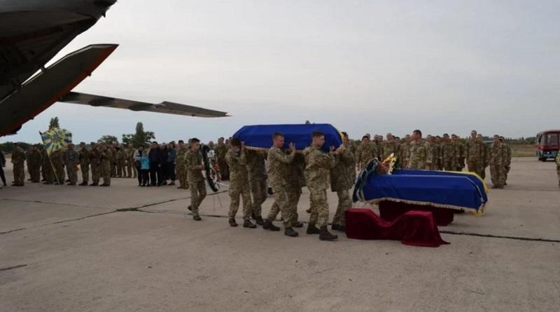 В Николаев прибыл самолет с погибшими в авиакатастрофе курсантами