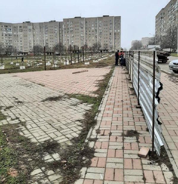 В Южноукраинске пытались незаконно установить МАФы в парке Шевченко