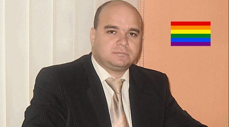 Депутат-гей Сергей Горностай на внеочередной сессии ударил пенсионера