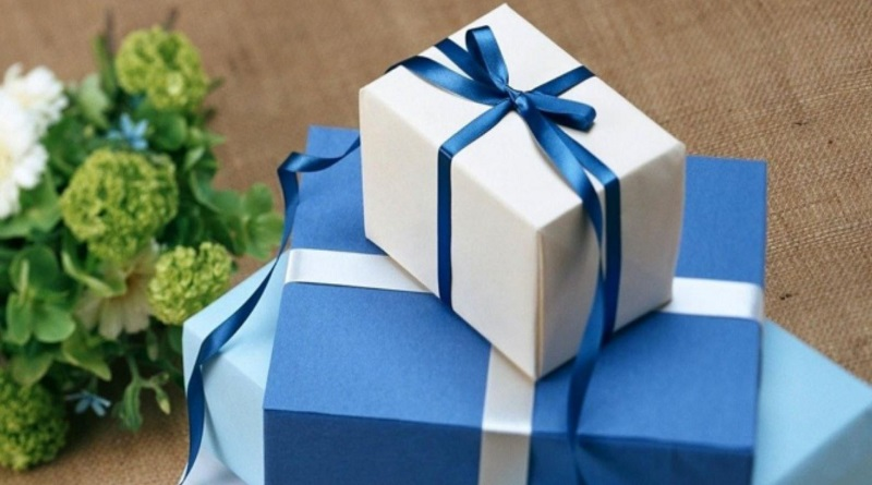 ТОП подарков девушкам на 8 марта. На что стоит обратить внимание при подборе подарка