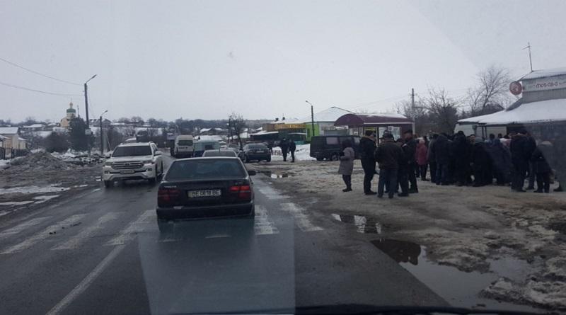 Жители села в Николаевской области перекрыли трассу