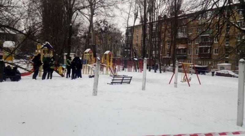 В Киеве возле детского сада мужчина подорвал себя гранатой. ВИДЕО