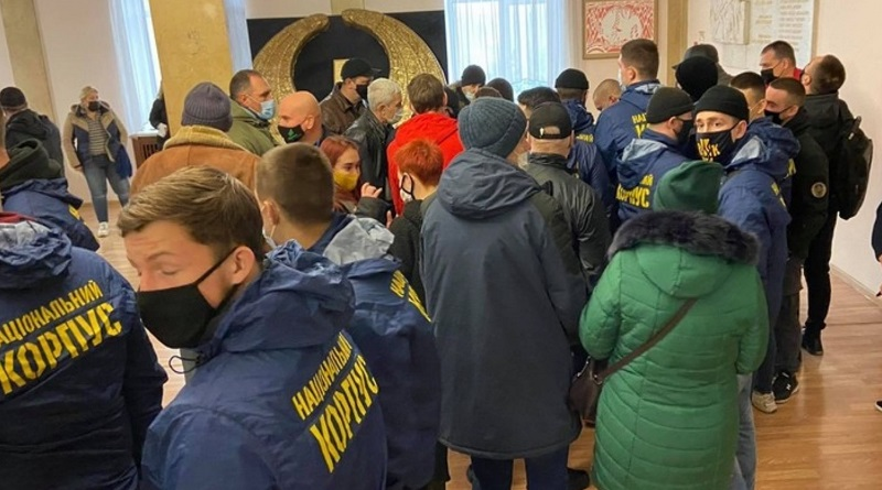 Языковой вопрос: в Николаеве активисты прорвались в сессионный зал. ВИДЕО
